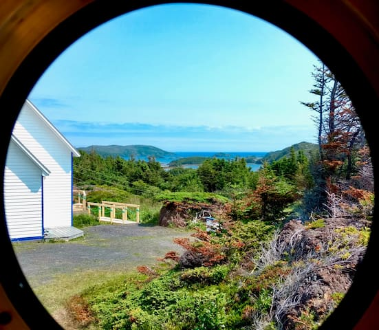 Bergy - Unique Tiny Home Glamping - Ocean Views