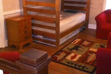 Dorm-style Loft with Bunk Beds - 獨棟