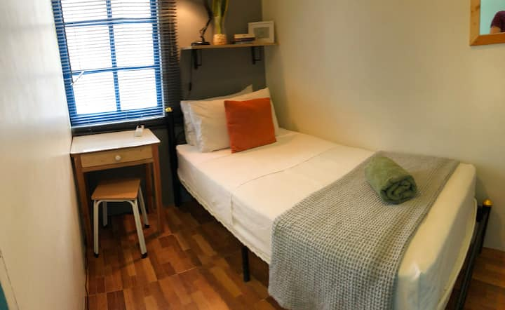 Miku, Asok Single bedroom with window, AC and wifi