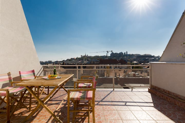 AMAZING VIEW - LOVELY FLAT WITH AIRCO