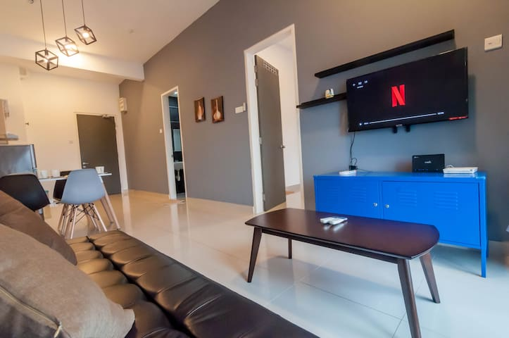 DPulze Suite with Netflix Cyberjaya by IdealHub