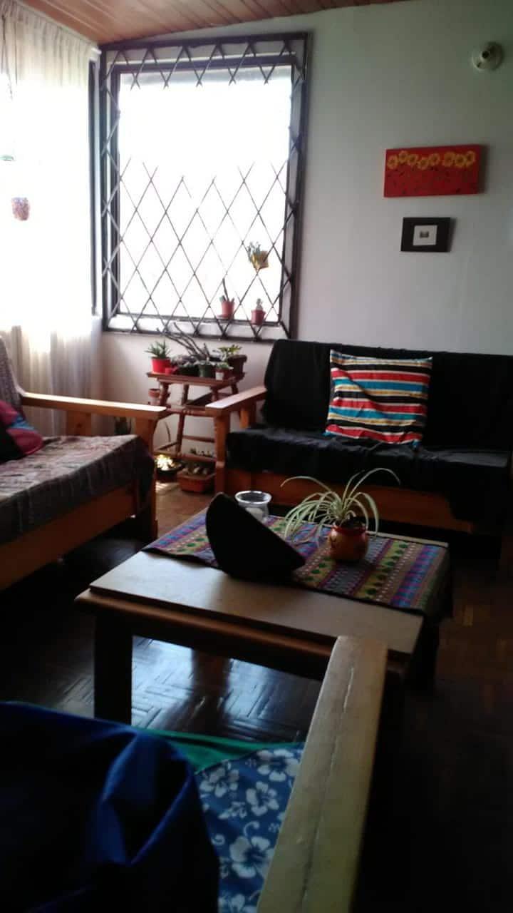 Dormitorio en departamento familiar