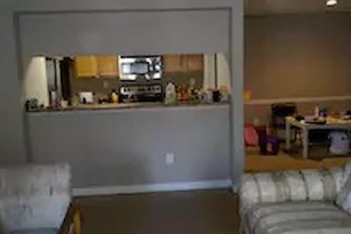 comfortabe and big room with big closet - Alpharetta - Leilighet