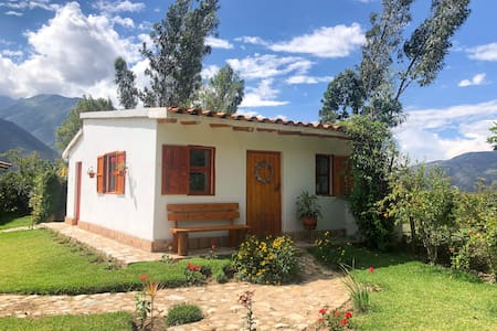 Cute cabin w/ vast mountain views, near Lake Paron