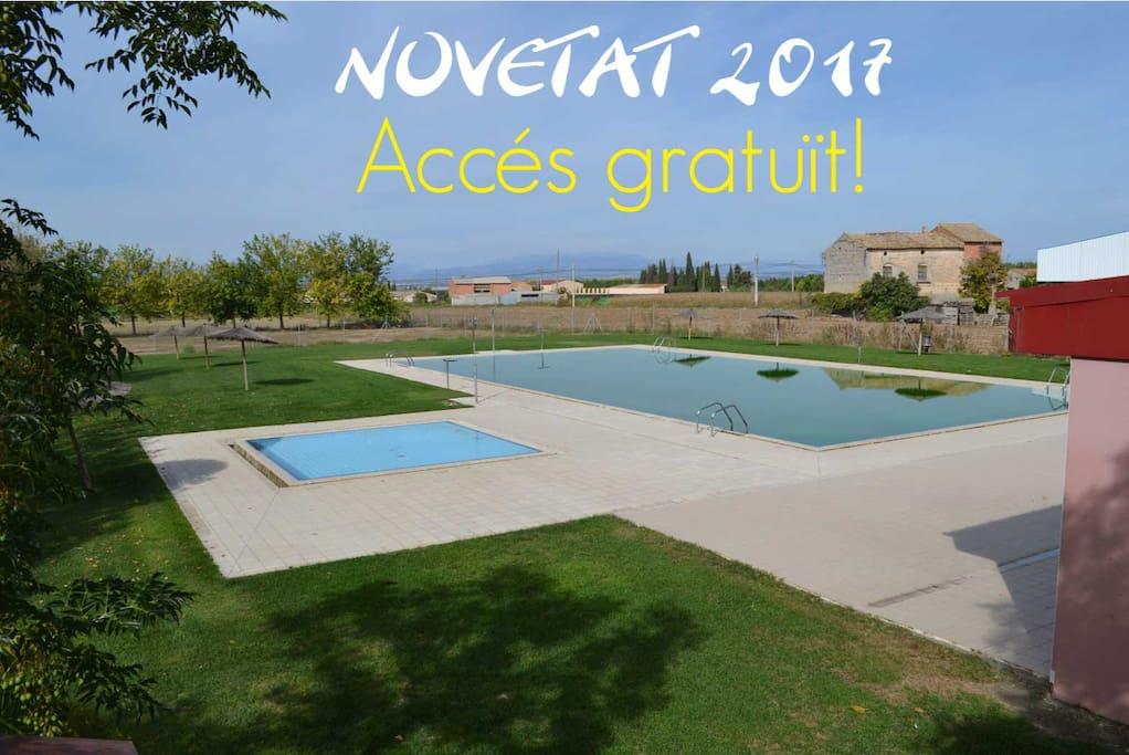 Libre acceso a la piscina pública con la reserva.