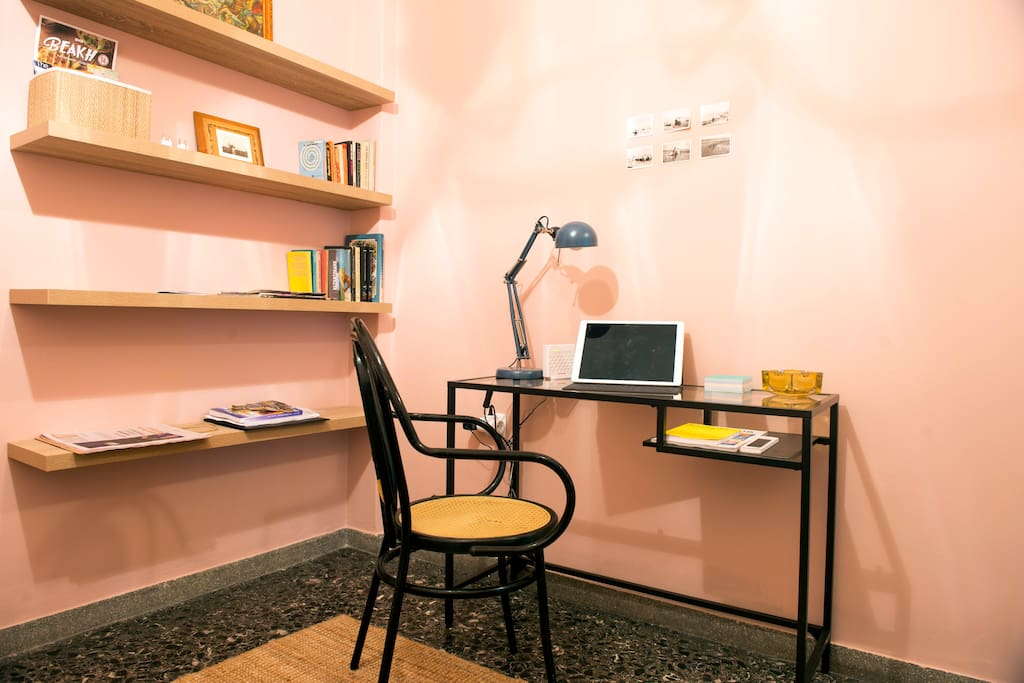 The Business Corner Ideal Choice for Business. Enough space for your business equipment (Laptop,Tablet,Speakers) and FREE HIGH SPEED INTERNET .