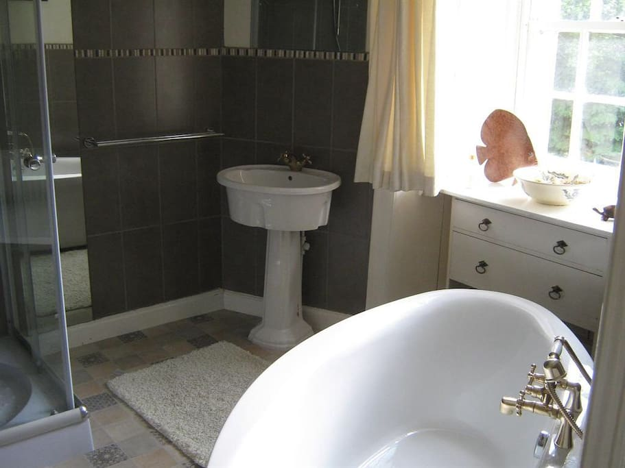 ensuite bath, shower and wc, in turret