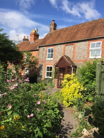 Charming historic cottage in pretty garden - Wantage - Casa