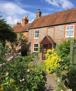 Charming historic cottage in pretty garden - Wantage - Rumah