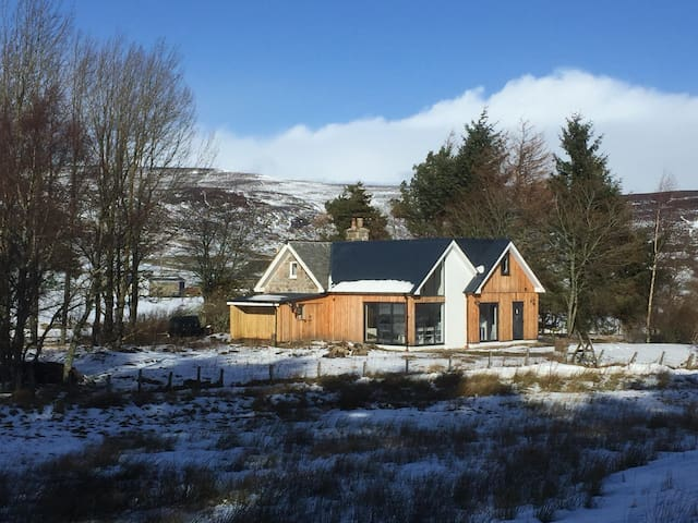 Woodside Cottage - Highland Getaway