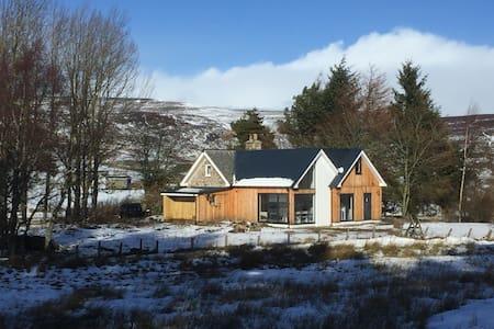 Woodside Cottage, Corgarff  Highland Getaway