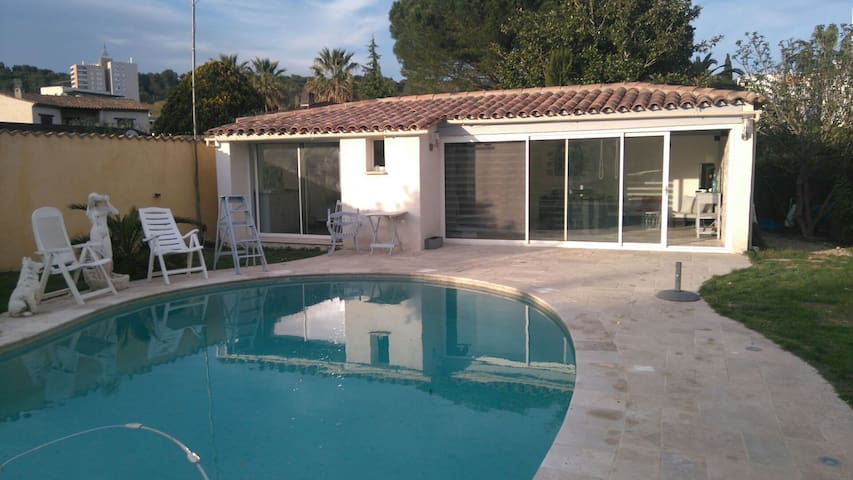 Quiet self-catering accommodation near Cannes