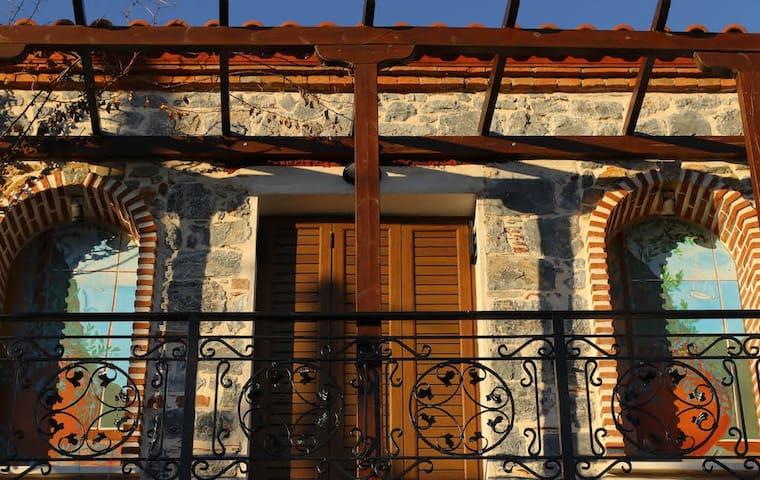 La Casa Grande Writing Retreat-Village StoneHouse