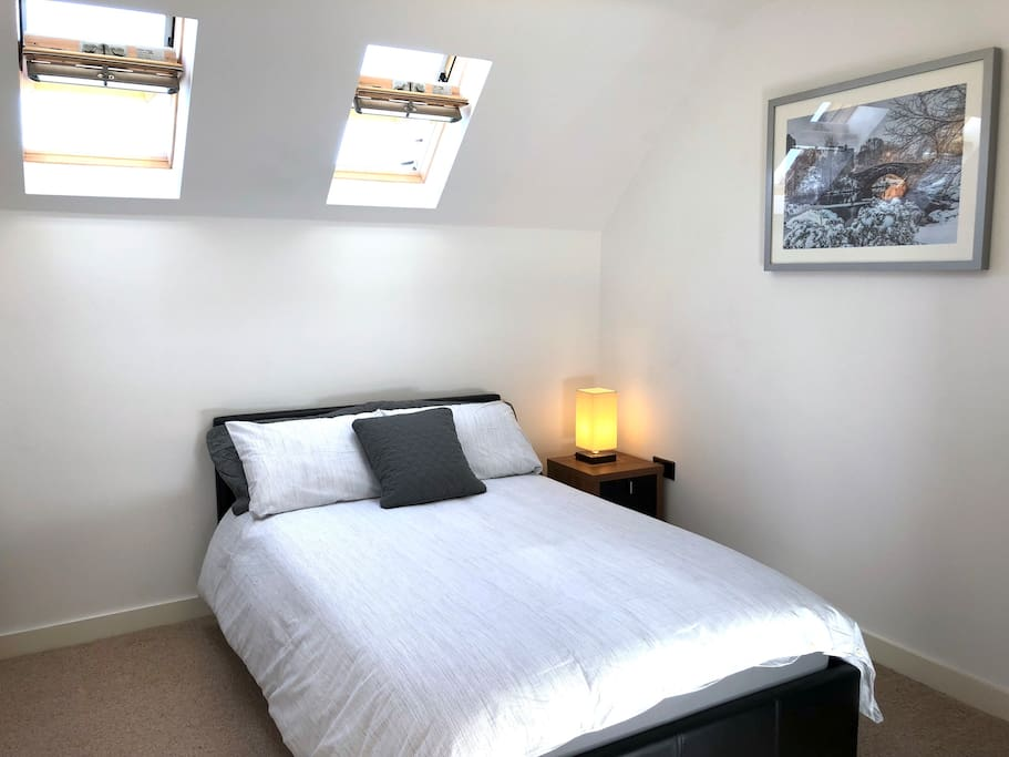 Modern, bright and fresh double bedroom where you can relax after an enjoyable day. The skylights have blackout blinds so you can enjoy a good nights sleep.