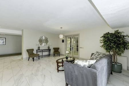 King master suite in 2/2 to share - Great place! - Bethesda