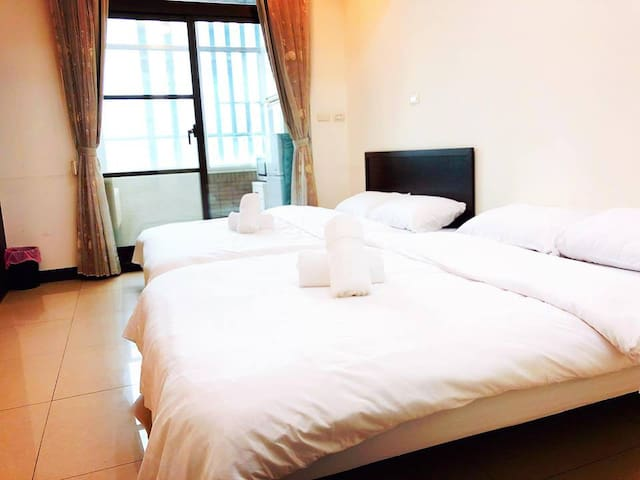 Ind.stylish apt for 4 people in central Taipei.