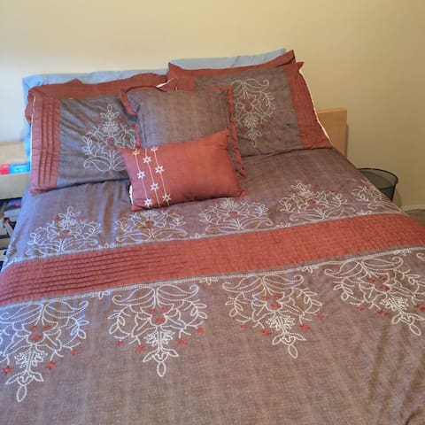 Charming Beach Bedroom & Private Bath (30 DayMin)