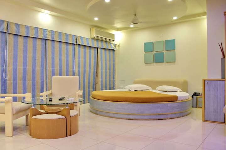 Modern Luxurious Room Near Porbandar.