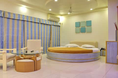 Modern Luxurious Room Near Porbandar.