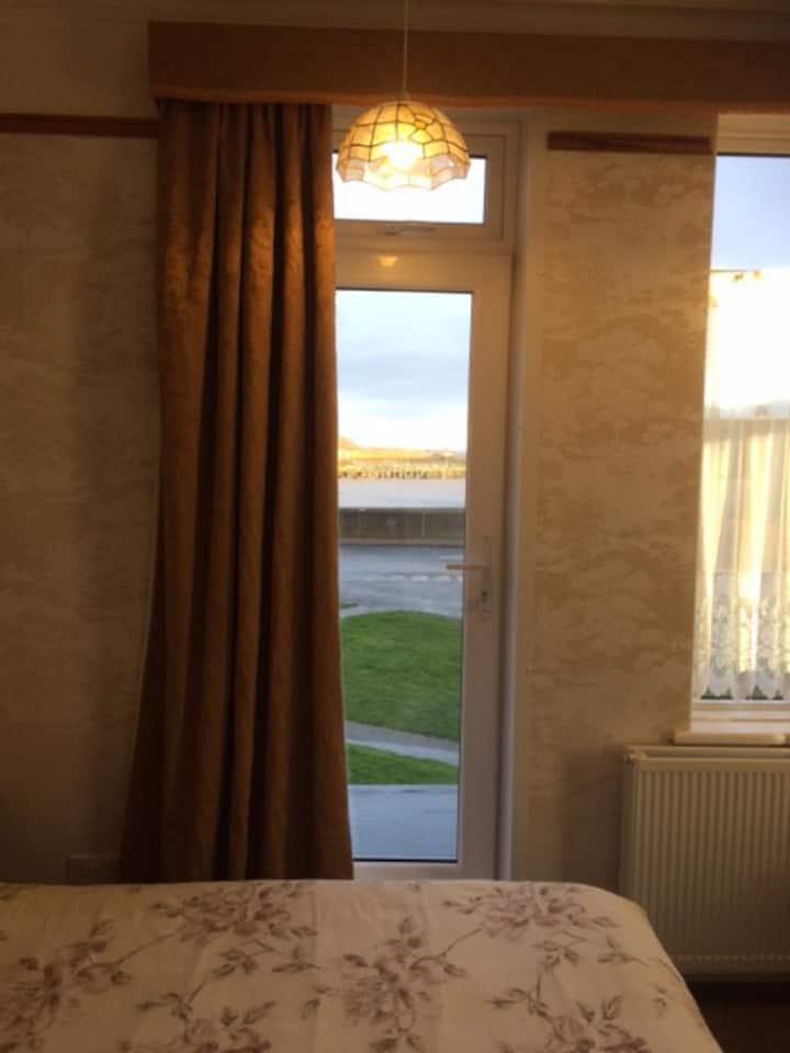 Harbour Gorleston near the beach. Rm 4. Room Only.