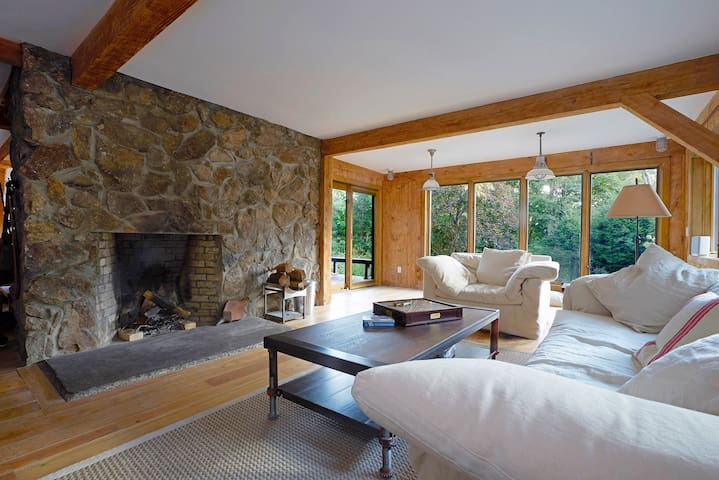 Cozy, Modern Retreat in the Woods of Cold Spring