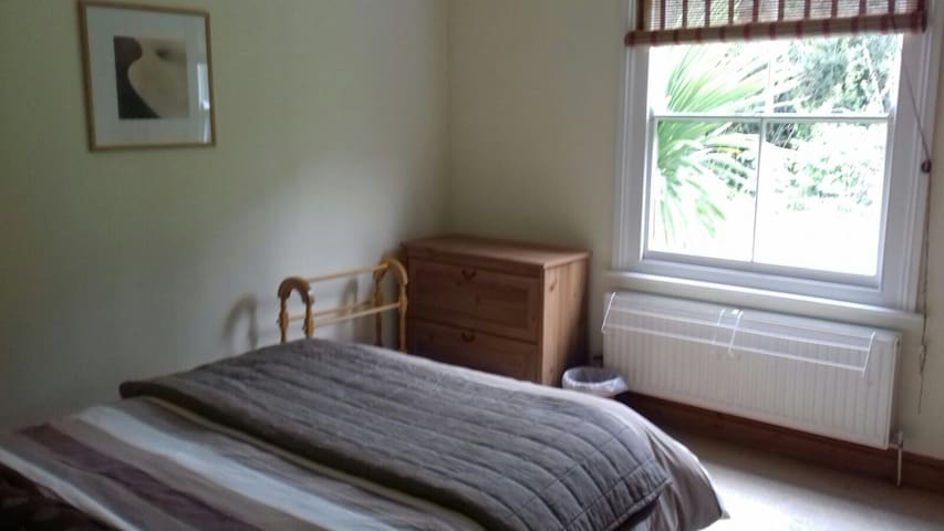 Beautiful Private Double Room in heart of Malvern