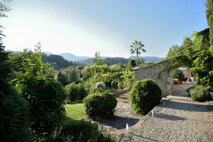 Independant studio (40m2) in old French Farm House - Saint Paul de Vence - Villa