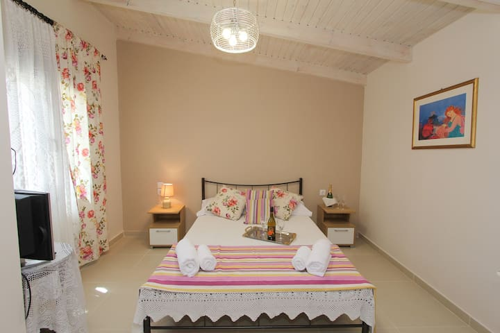 Kouros Resort - Studio for 2+1 pax