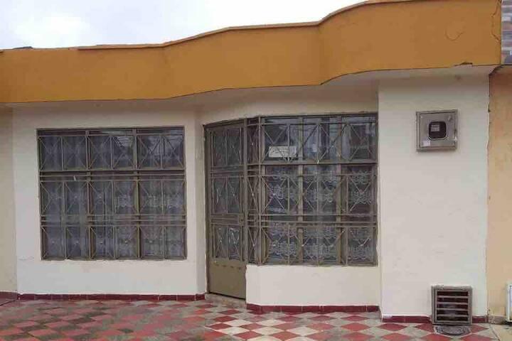 Casa en Acacias Barrio Mambu Noche desde $27.000