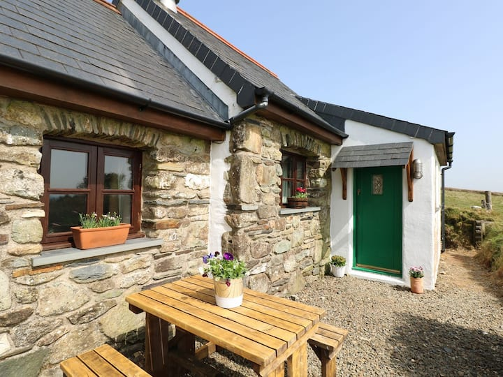 Idyllic Welsh cottage, in the Preseli Hills