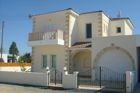 Villa Elvie - Famagusta - Villa