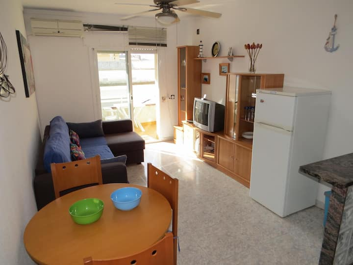 RC Flat in perfect condition in Roses center