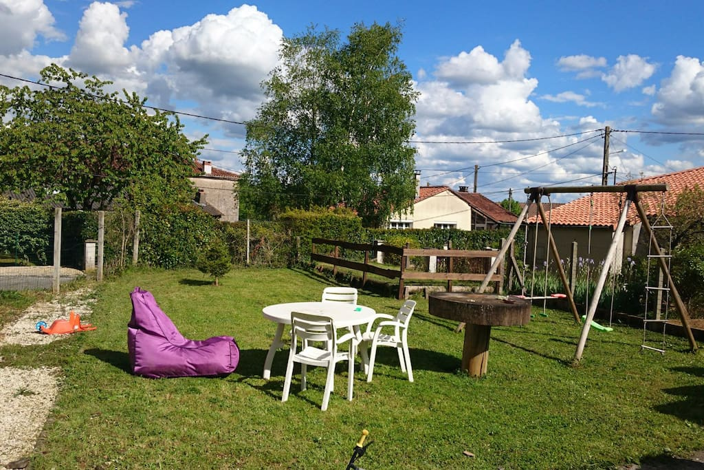 Maison en quartier calme avec jardin houses for rent for Jardin google translate