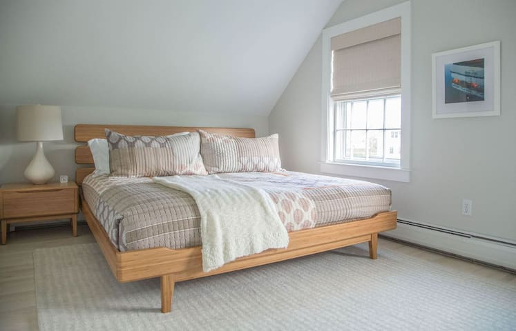 Charming Brant Point 3 bedroom cottage with style