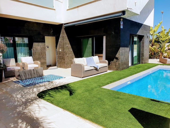 Stunning and modern 3 bed villa with pool
