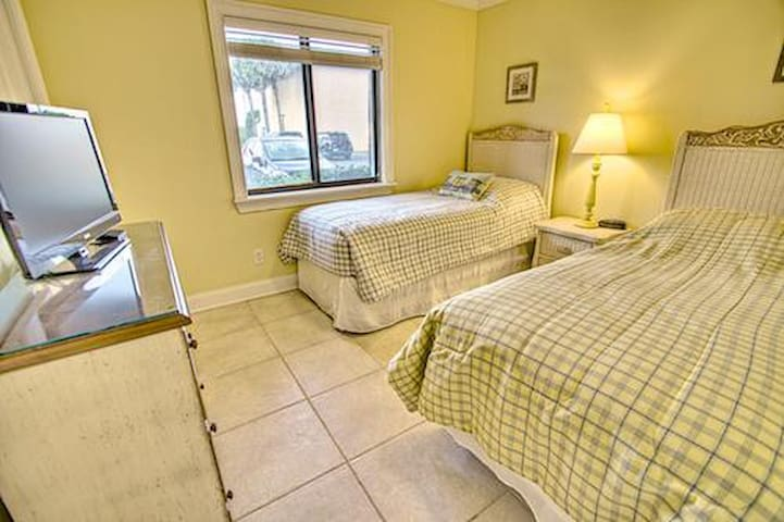 Sea Haven Resort - 518, Ocean Front, 2BR/2BTH, Pool, Beach - Butler Beach - Apartament