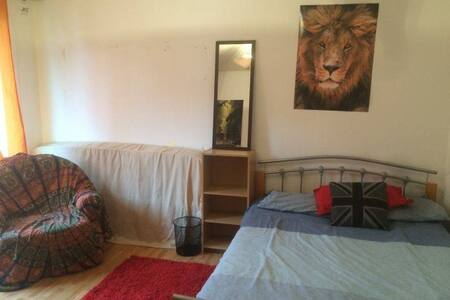 Double Room in Vauxhall - Apartment