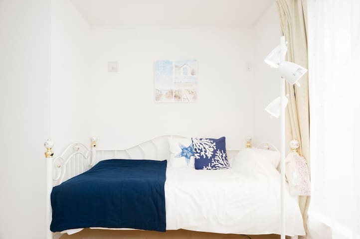 (3F,Bed room②) a single size bed **2 single size Japanese futons are provided for additional guests.