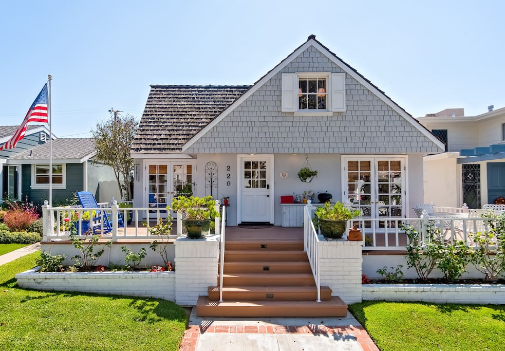 Welcome to Jasmine by the Sea, a charming coastal cottage in Corona Del Mar