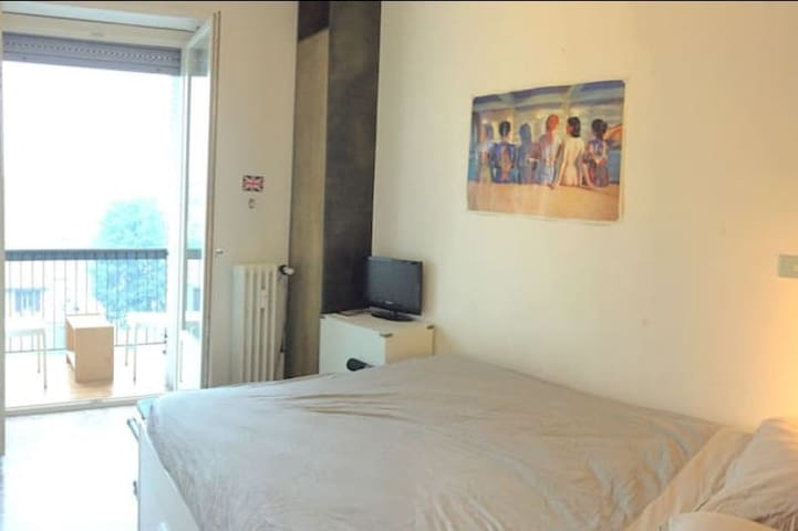 Cosy & Clean Room for two with balcony - Milano - Bed & Breakfast