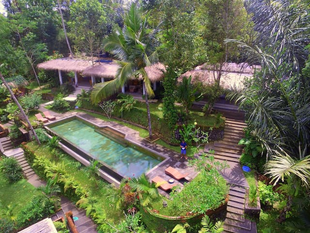 Room 1 at Villa Rimba (Avatar valley view) - Gianyar - Willa