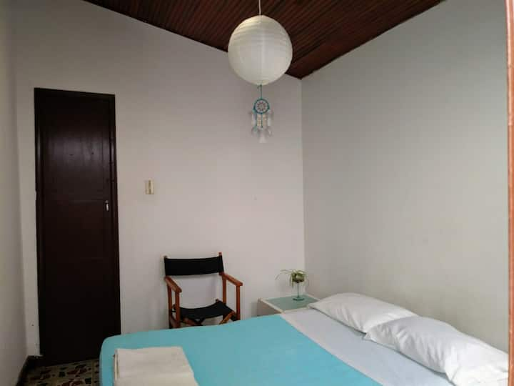 El Fauno/ amplia habitacion doble con baño