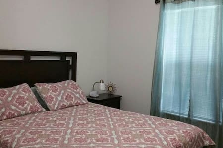 Casita Linda. Private room full bed. Close to all.