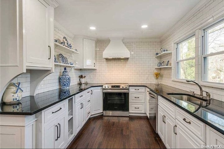 Beautiful Vacation home in Centerport near water