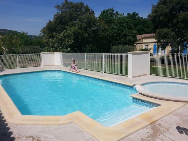 Gite  4 pers.  piscine, SPA, animaux admis
