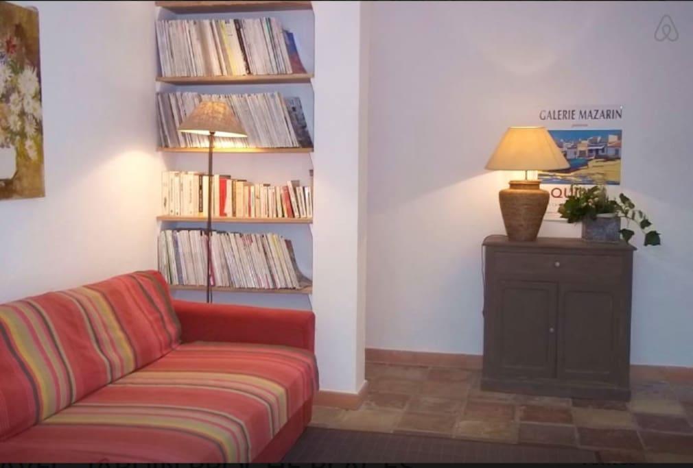 six fours les plages appartement rouge t2 35m apartments for rent in six fours les plages. Black Bedroom Furniture Sets. Home Design Ideas