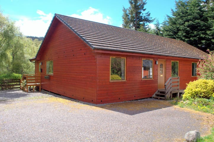 Meiklie Lodge - Balnain