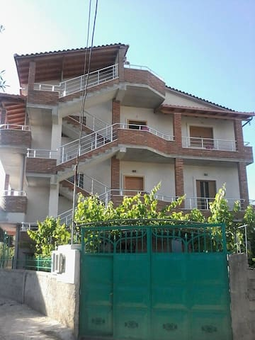 lovely holiday - Vlorë - Hus