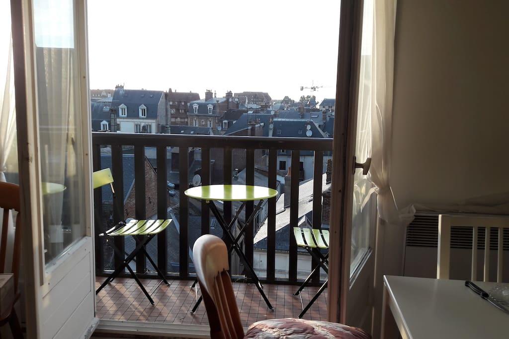 balcon au dessus des toits