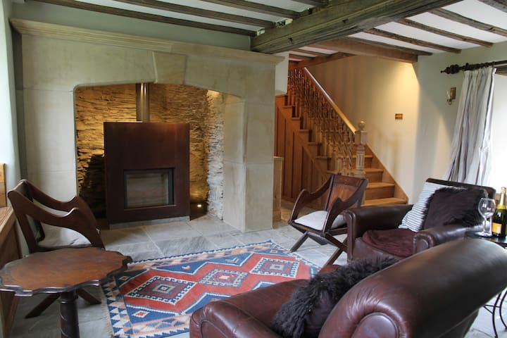 Bolthole for two close to beaches